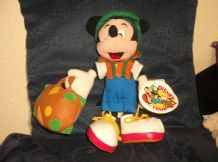 RARE COLLECTABLE MICKEY MOUSE DISNEY ON TOUR JAL WITH SUITCASE